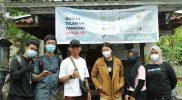 Kegiatan pemasangan banner KKN UMBY di padukuhan Tilaman